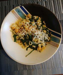 Spicy Garlic Chickpea Spinach Pasta