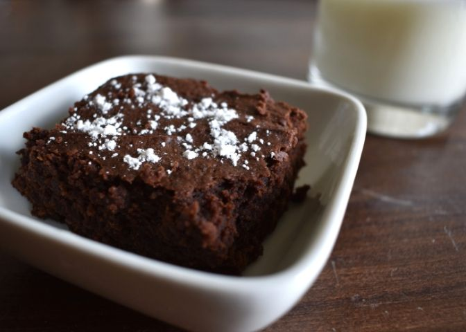 Dish of a peanut butter black bean brownie topped with powdered sugar